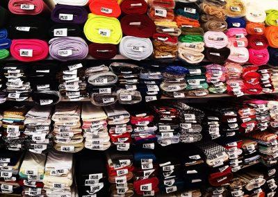 Textil Dúha - pohľad na regál s látkami